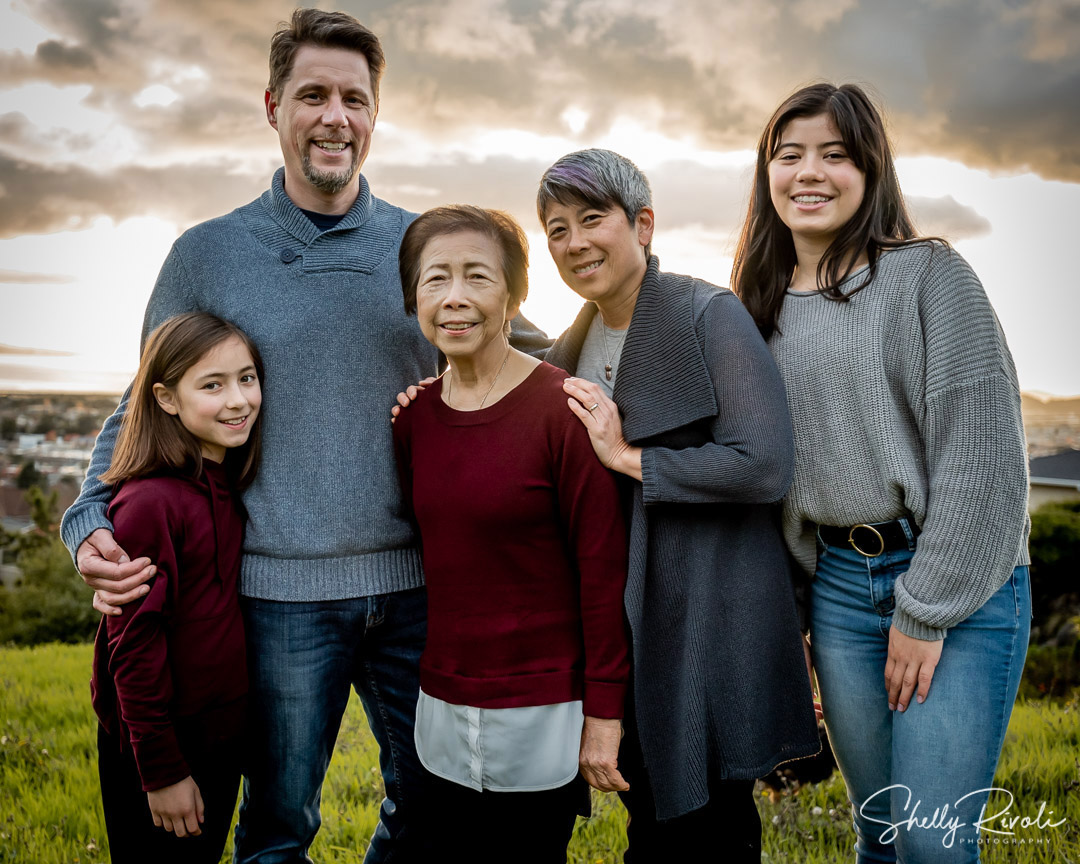 extended family photography with a view of San Francisco Bay